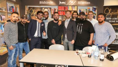 Photo of Fotostrecke: Shindy Autogrammstunde bei Thalia P7 Mannheim