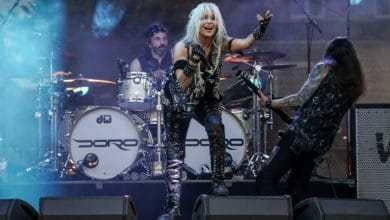 Bild von Raise the lights in the air – Doro in der CARantena Worms
